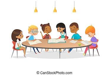 discussiëren, boekjes , klesten, elke, school, vector, advertisement., ronde, geitjes, ongeveer, illustratie, tafel, zittende , anderen, spotprent, library., meiden, spandoek, hen., poster, studerend , jongens, lezende