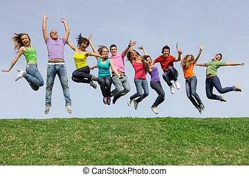 hardloop, groep, springt, anders, gemengd, glimlachen gelukkig
