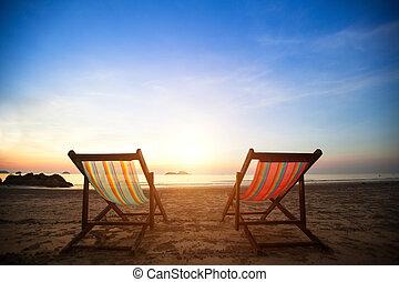 perfect, concept., loungers, vakantie, kust, verlaten, zee, paar, zonopkomst, strand