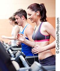 staand, centrum, mooi, muziek, vrouwlijk, machine, atleet, het luisteren, rennende , fitness